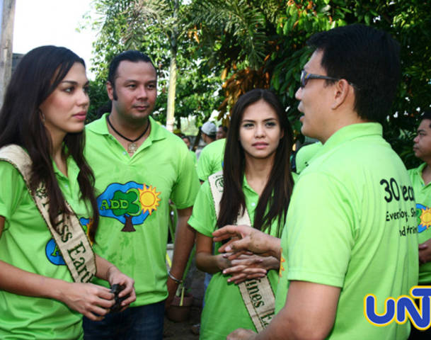 Miss Earth Foundation represented by Kris Psyche Resus and Sandra Inez Seifert are also present during the opening of the ADD-a-Tree event by MCGI and UNTV in 2010. Bro. Daniel discusses with them the intent of the eco-friendly event.