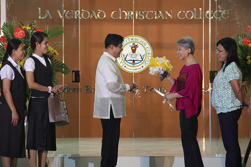 A project supported by the Members of the Church of God International. The La Verdad Christian College in Apalit, Pampanga was inaugurated during Ang Dating Daan's 32nd Anniversary. The institution gives full scholarships that cover everything from tuition fee to daily meals to poor but deserving youths.