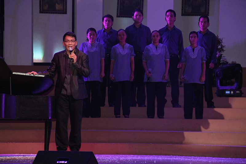 Bro. Daniel Razon singing with the Music Ministry Core during the Church of God's concert-for-a-cause in December 2012.