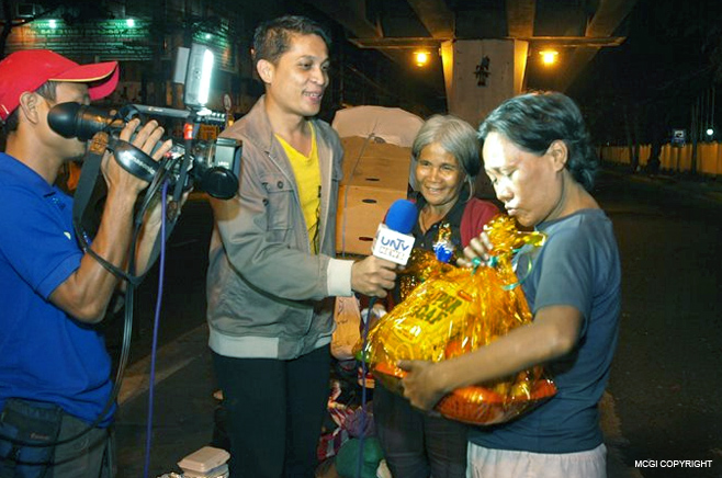 MCGI gave away food to street dwellers on December 31, 2012.