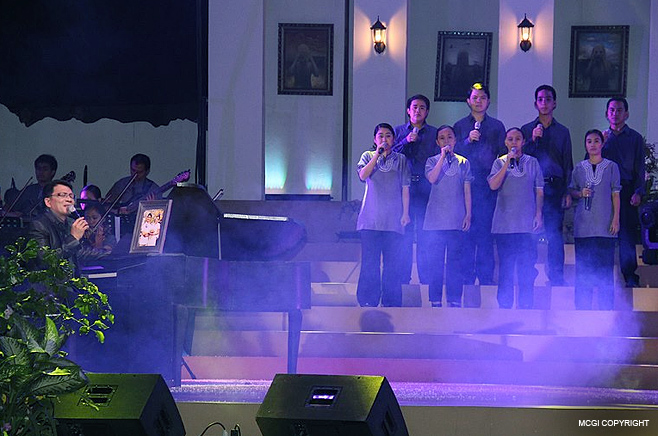Mr. Public Service Kuya Daniel Razon renders his musical talents for charity.