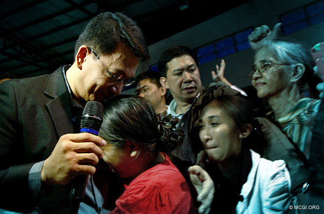Both in tears, a member in Nueva Ecija Province hugging Bro. Daniel Razon during his visit on February 10, 2013.