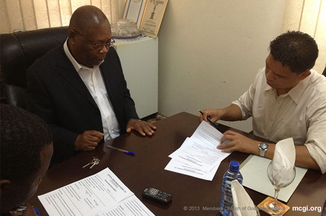 Bro. Fred Cabanilla, Tagapangasiwang Pampook, signs an agreement with Crystal TV network of Ghana, Africa.