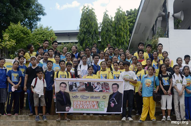 In partnership with UNTV, UNTV Radio, Ang Dating Daan, Bread Society International and the Department of Education, youth volunteers of MCGI were able to conduct the Brigada Eskwela clean-up event in Antipolo National High School. (Photo courtesy of Photoville International)