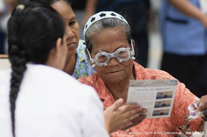 An elderly lady enjoys a free optical check-up, one of the many free services given during UNTV 37's Elderpowerment Event held at the WTC on June 25-26, 2014. (PHOTOVILLE INTERNATIONAL)