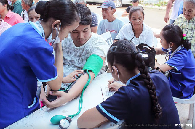 Volunteer nurses and doctors offer free medical assistance to brethren and visitors alike last International Thanksgiving to God.  (Photo courtesy of PVI)