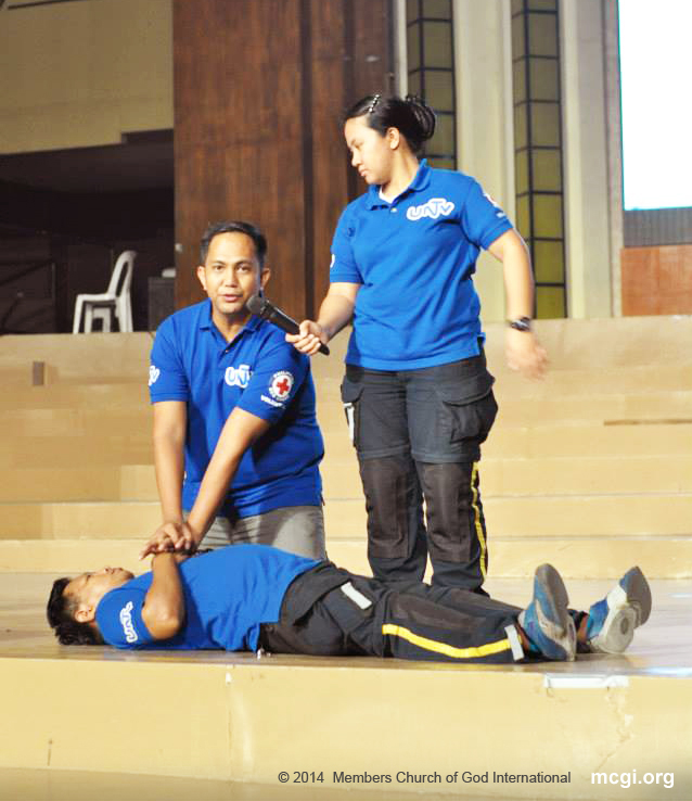 The UNTV News and Rescue Team regularly conducts basic life support seminars and first-aid training to youth organizations, baranggay officials and to all UNTV Staff Personnel. (Photo courtesy of PVI)