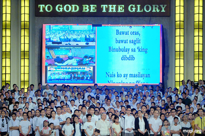 The Infant Care Center (ICC) staff give thanks to God together with other thanksgiving presenters on Aug 16, 2014 at the ADD Convention Center in Apalit, Pampanga. The ICC has recently celebrated its second year anniversary last July 20, 2014. (Photo courtesy of PVI)