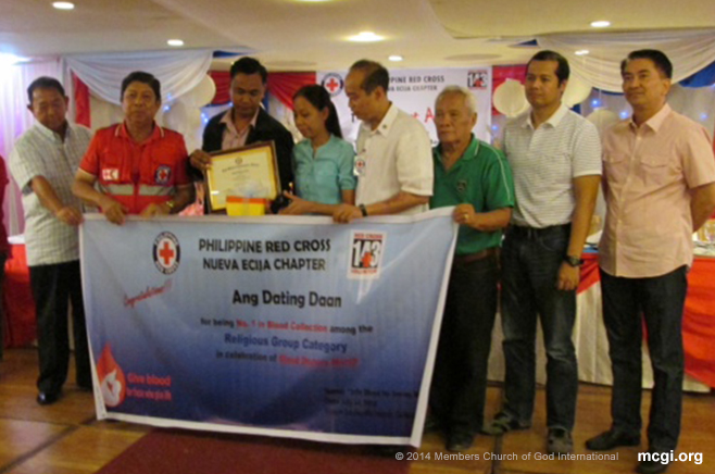 MCGI receives award from Red Cross Nueva Ecija Chapter during the First Bloodiest Awards.