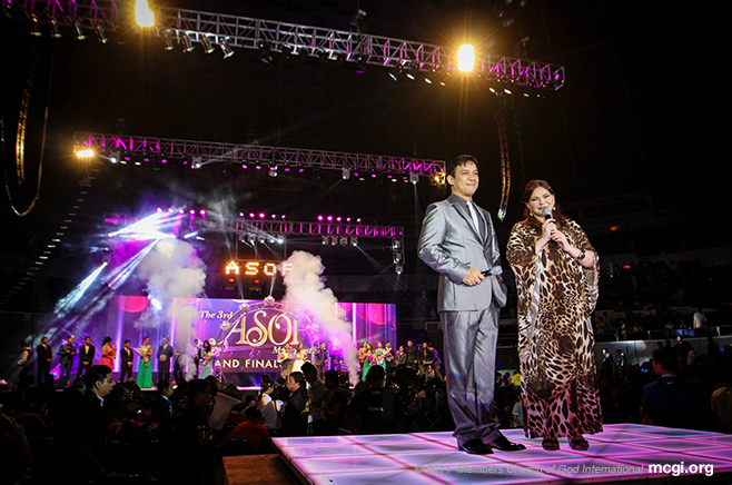 ASOP TV's Hosts Richard Reynoso and Tony Rose Gayda at the Smart-Araneta Coliseum during the ASOP Grand Finals Year 3 on September 23, 2014. (Photo courtesy of PVI)