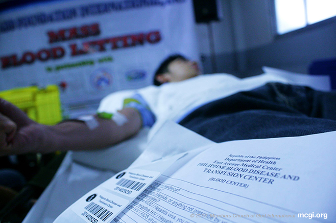 A member of the Church of God International donating his blood with the help of the Philippine Blood Donor's Society on September 14, 2014 at the Quiapo Coordinating Center of MCGI. (Photo courtesy of PVI)