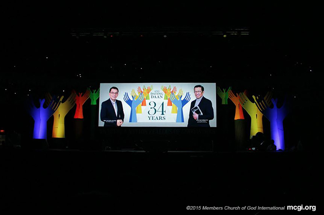 The logo of Ang Dating Daan's 34th anniversary with MCGI Leaders Bro. Daniel Razon (left) and Bro. Elise Soriano (right) being shown on the large LED screen. (Photo courtesy of PVI)