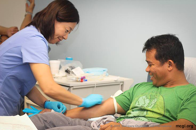 Bro. Ricky Ledesma,  one of the qualified MCGI youth blood donors, donates his blood at the Elmhurst Hospital in New York to help save the lives of others. (Courtesy of PVI)