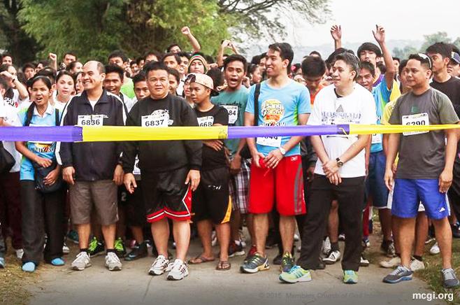 Bro. Dino Hilario as well as other Church workers and youth members line up in the starting point of the Fun Run. (Photo courtesy of PVI)
