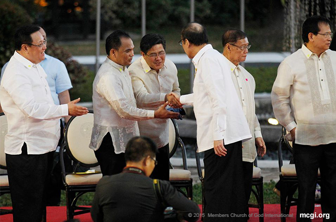 Luzon Regional Servant Bro. Danilo Navales shakes the hand of Pres. Aquino after his opening remarks in the  Prayer Meet on March 9, 2015 at the Malacañan Palace grounds. (Photo courtesy of Photoville International)