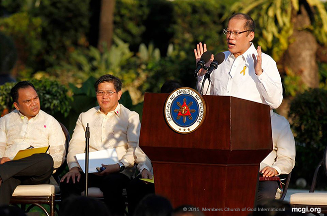 Pres. Aquino, affectionately called as PNoy by his constituents, gave an opening remarks as well as started an open forum on the January 25, 2015 Mamasapano incident. (Photo courtesy of Photoville International)