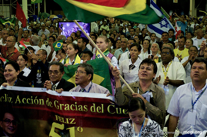 "Members from Latin American countries holding a banner greeting congregants the world over a ""Happy Thanksgiving of the Body"" as well as congratulating Bro. Eli Soriano on his 51 years of service to God and humanity. (Photo courtesy of Photoville International)"