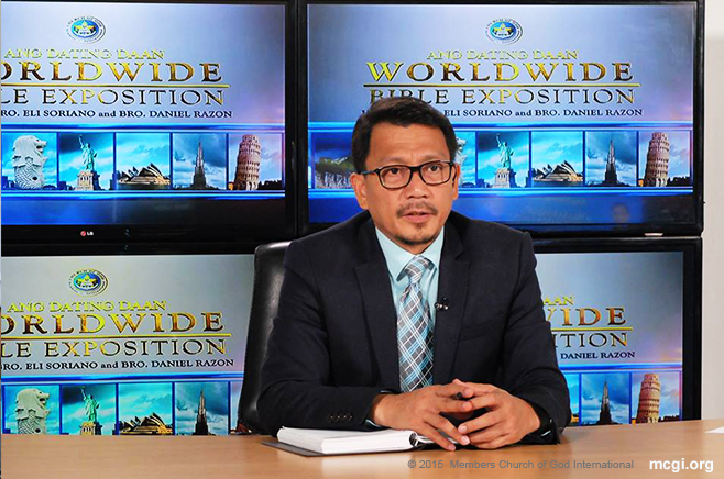 Apart from reading the Bible's verses in English and Spanish during Bible Expositions, Bro. Daniel Razon serves as the moderator between the different remote points, MCGI Coordinating Centers, where guests to ask Bro. Eli await their turn. (Photo courtesy of Photoville International)