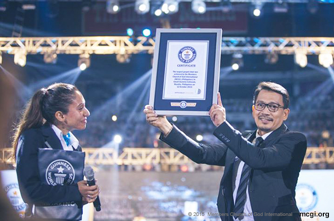 "Bro. Daniel S. Razon holding the Guinness World Record plaque of the Ang Dating Daan Chorale of MCGI. The title of ""Largest Gospel Choir "" was given by Official Adjudicator Ms. Fortuna Burke Melhem on October 12, 2015. (Photo courtesy of Photoville International)"