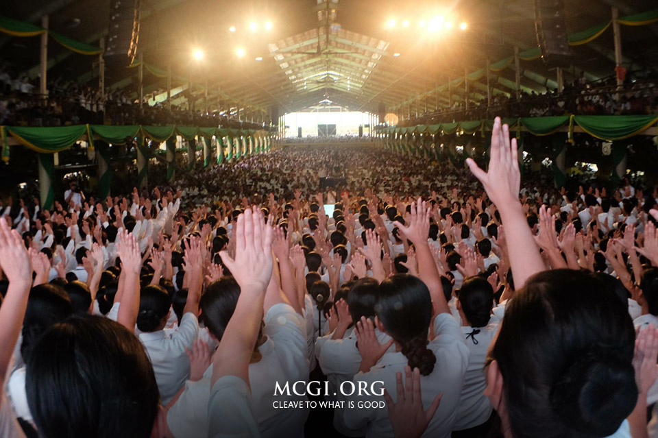 Brethren in the ADD Convention Center offering the sacrifice of thanksgiving to the Almighty through songs of praises. (Photo courtesy of MCGI-Photoville / Russel Julio)