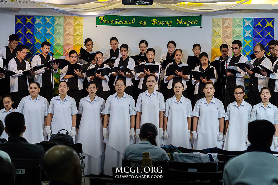 The Music Ministry and Teatro Kristiano members from the locale of Singapore lead the brethren in offering hymns of praises to God during the first day of the International Thanksgiving of God's People.